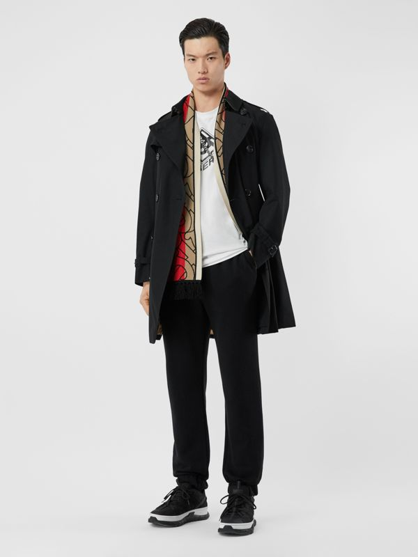 The Mid-length Chelsea Heritage Trench Coat in Black - Men | Burberry - cell image 2
