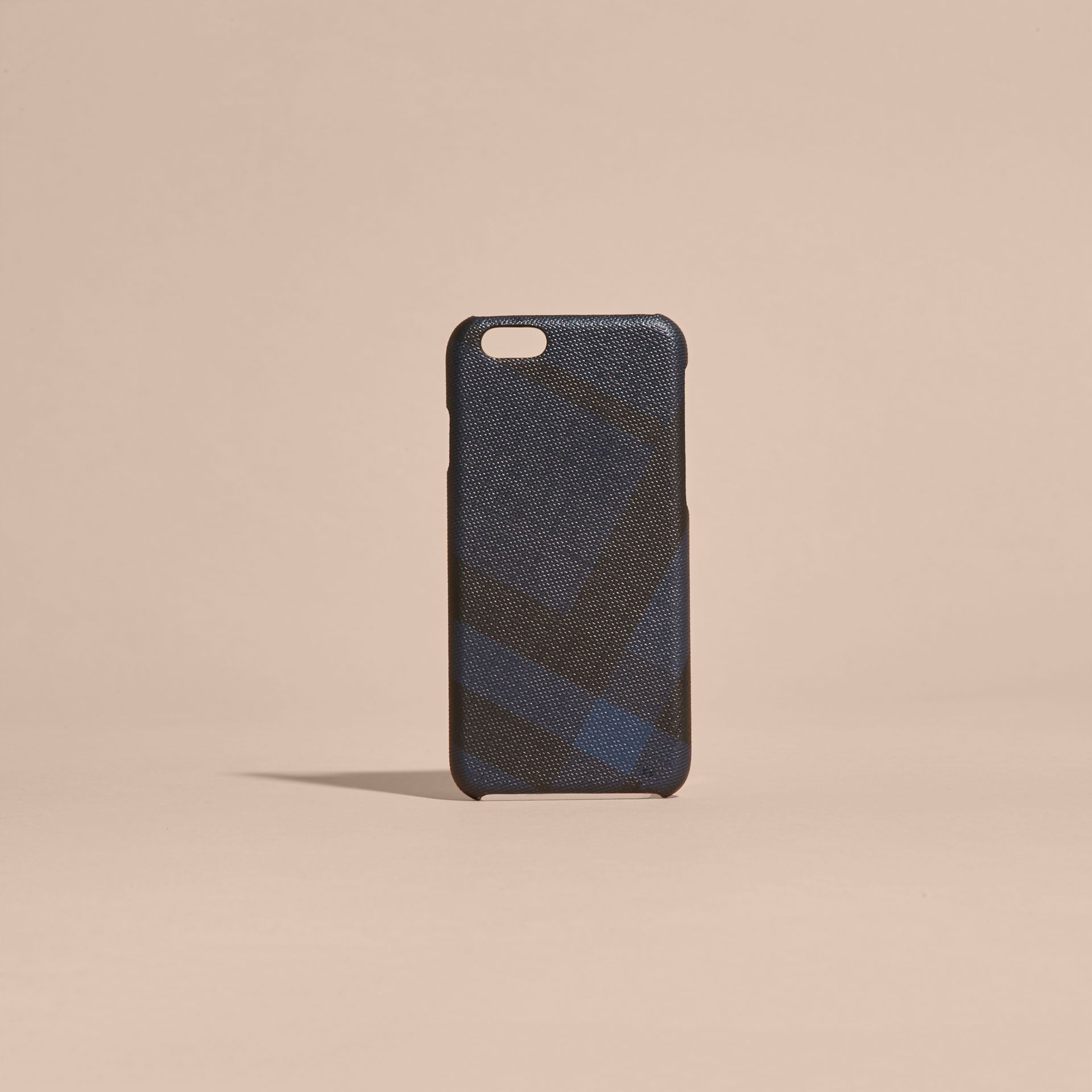Custodia per iPhone 7 con motivo London check (Navy/nero) | Burberry - immagine della galleria 5