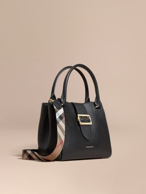 burberry purses outlet online nkaq  The Medium Buckle Tote in Grainy Leather Black