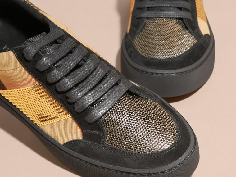 Sneaker con motivo House check, paillettes e pelle