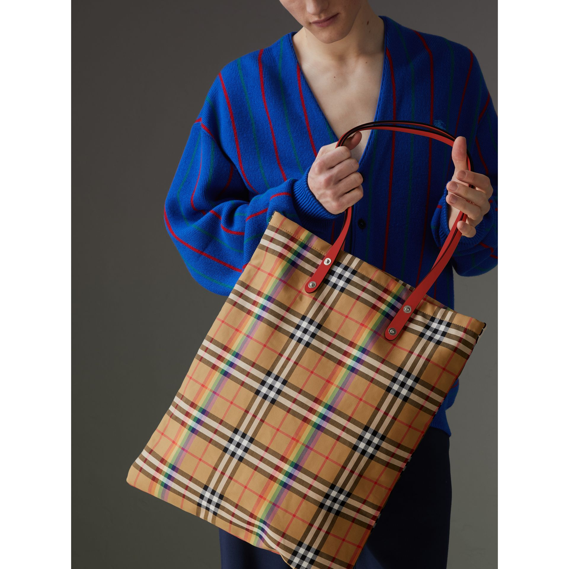 Large Rainbow Vintage Check Shopper in Bright Peony | Burberry Hong Kong - gallery image 4