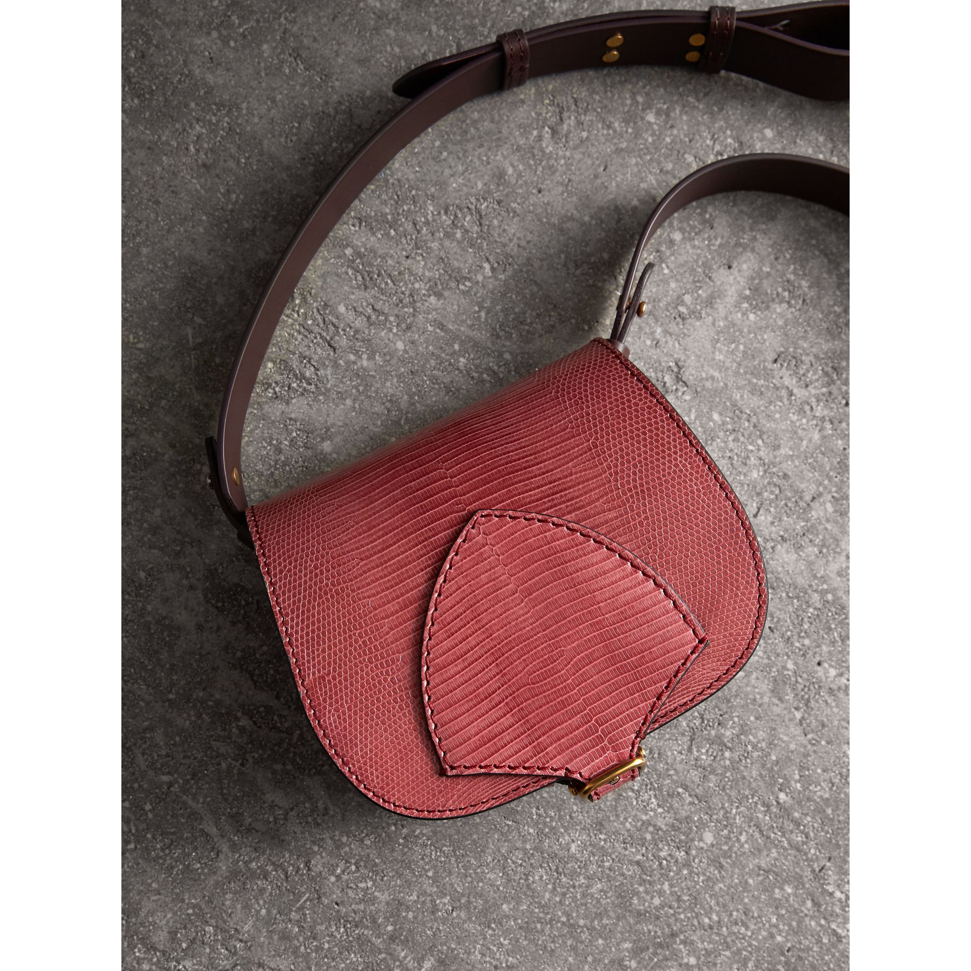 The Satchel in pelle di lucertola (Rosa Azalea) - Donna | Burberry - immagine della galleria 7
