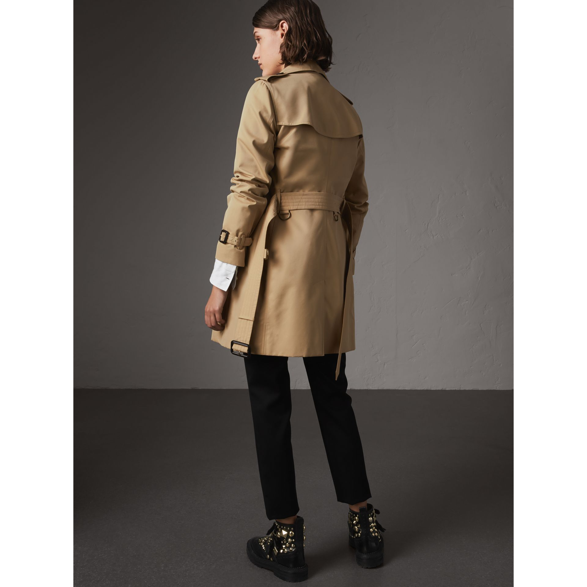 The Kensington – Mid-length Trench Coat in Honey - Women | Burberry - gallery image 3
