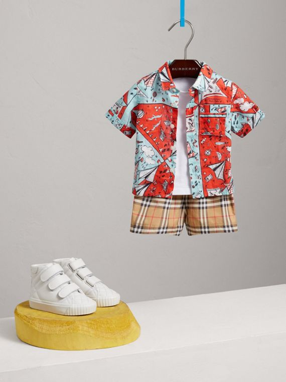 Short-sleeve Picnic Print Linen Shirt in Bright Aqua