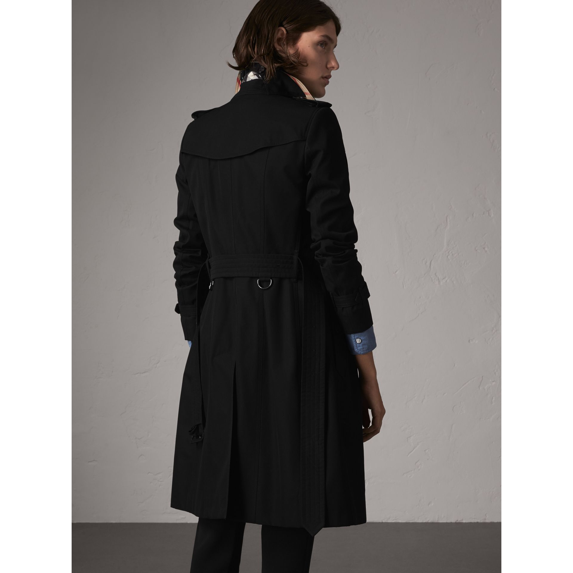 The Chelsea – Long Trench Coat in Black - Women | Burberry - gallery image 3