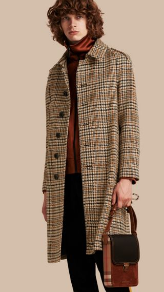 Trench-coat à boutonnage simple en tweed de laine