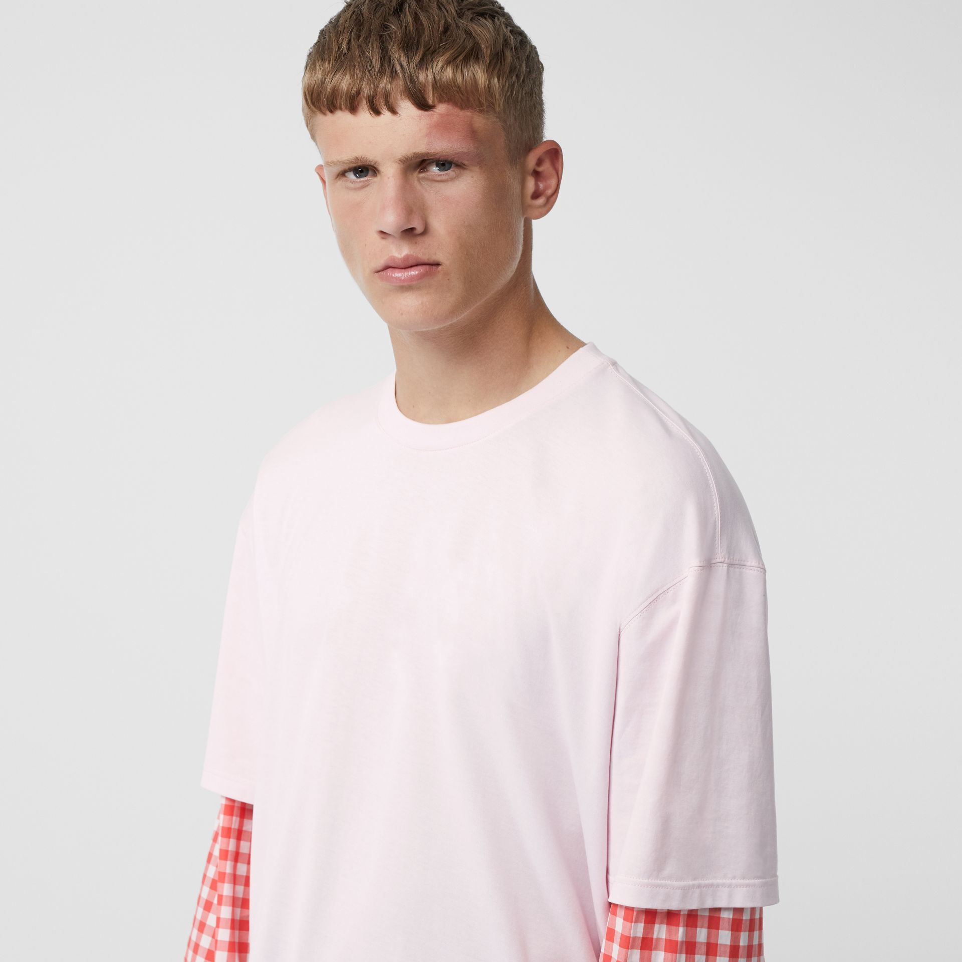 Gingham Sleeve Cut-out Hem Cotton Oversized T-shirt in Pale Pink | Burberry - gallery image 5