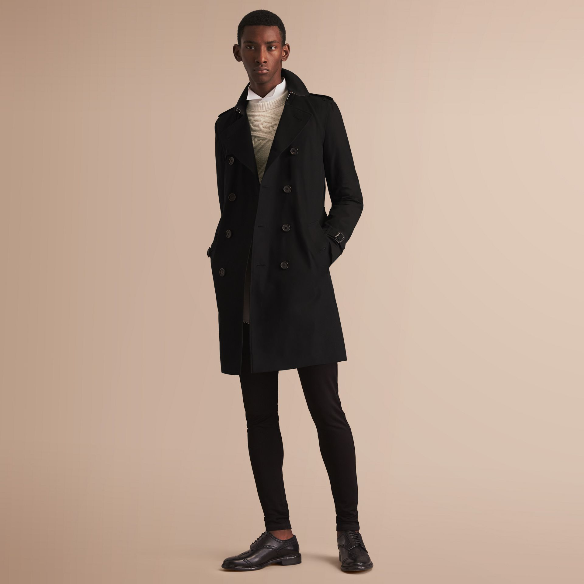 The Kensington – Long Heritage Trench Coat in Black - Men | Burberry - gallery image 1