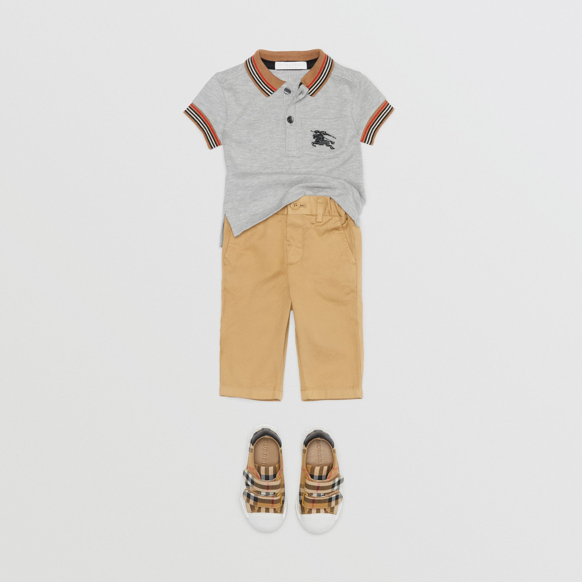 Pantalon chino en coton (Taupe) - Enfant | Burberry Canada - photo de la galerie 2