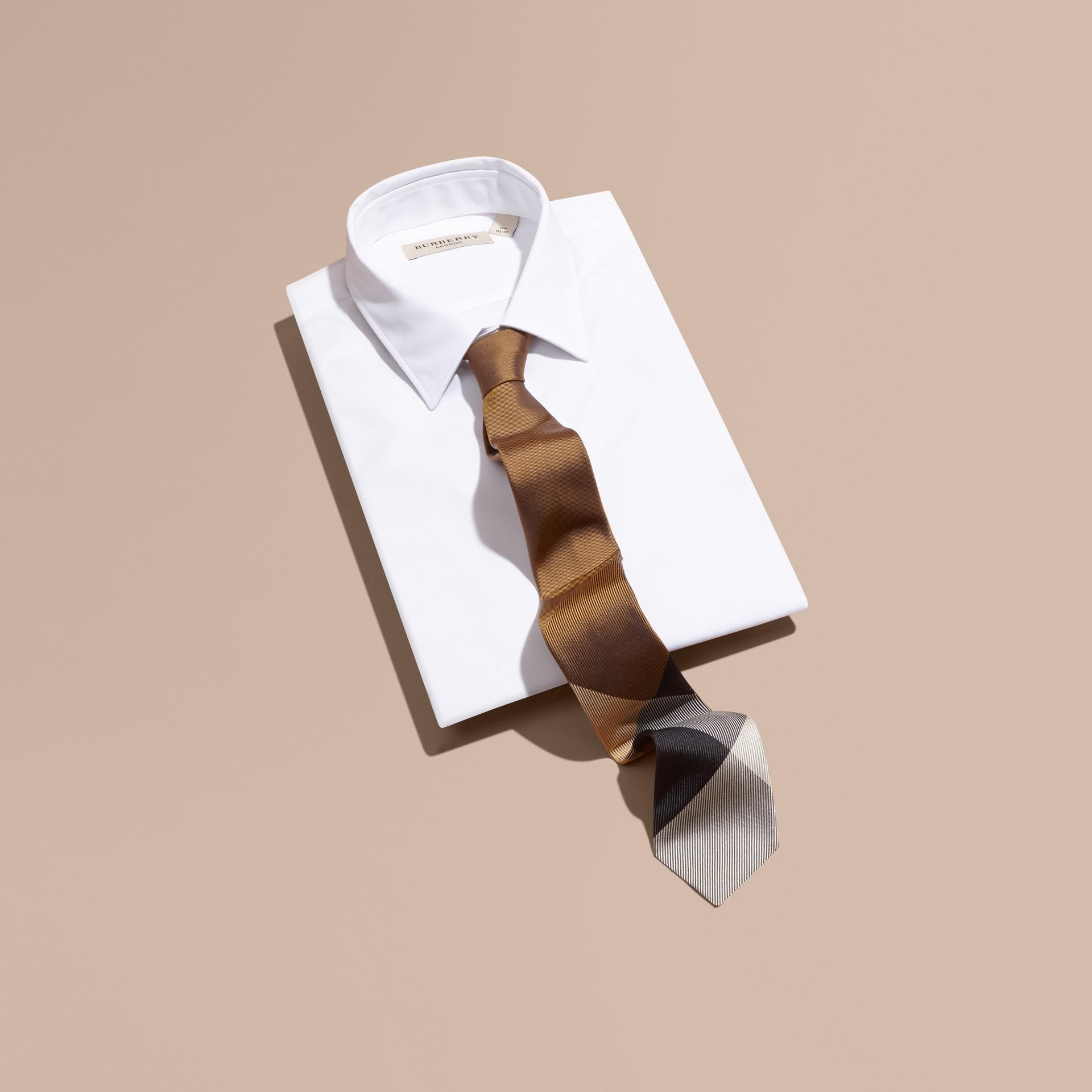 棕赭石色 現代剪裁格紋提花絲質領帶 棕赭石色 - 圖庫照片 1