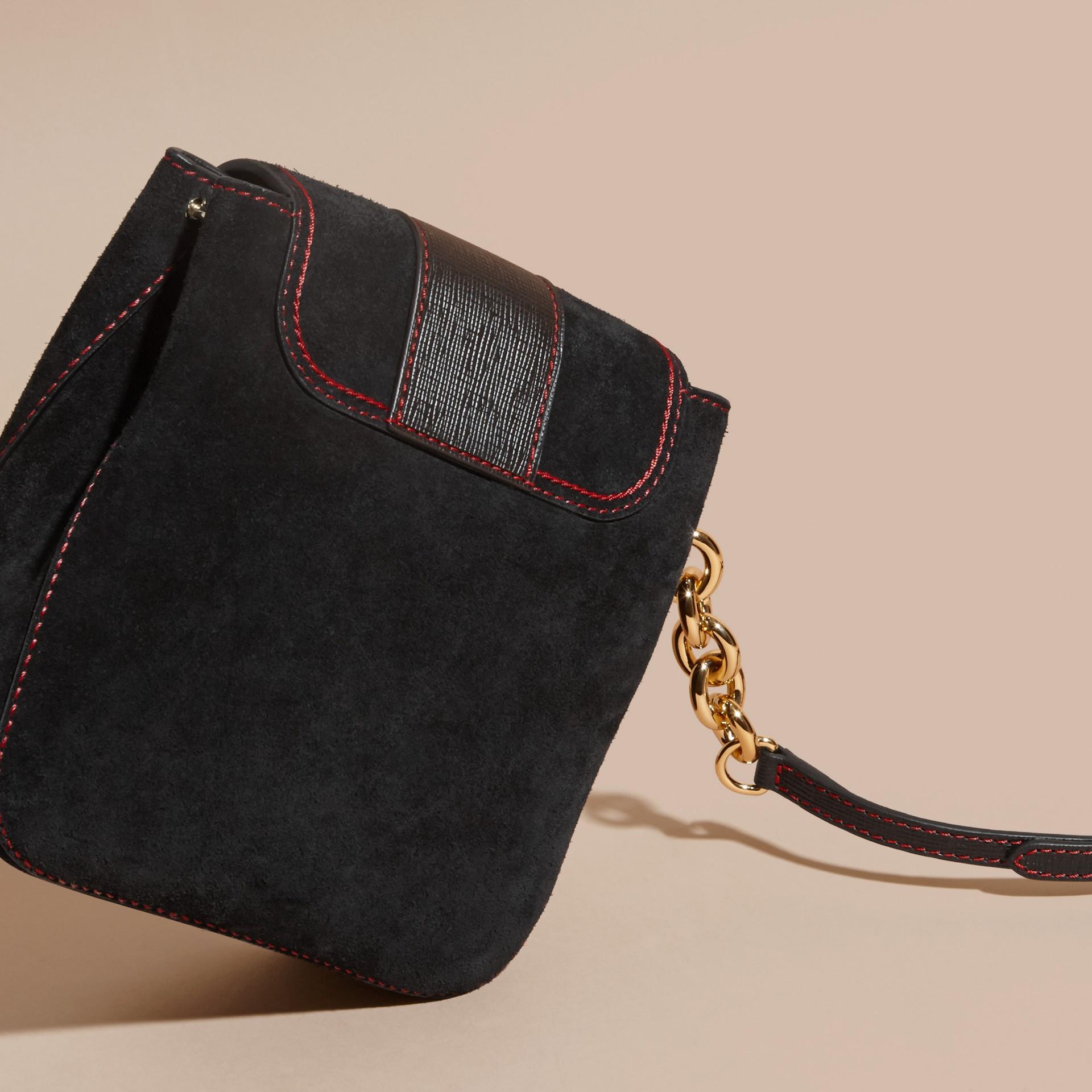 Noir Sac The Buckle medium carré en cuir velours anglais et cuir - photo de la galerie 4