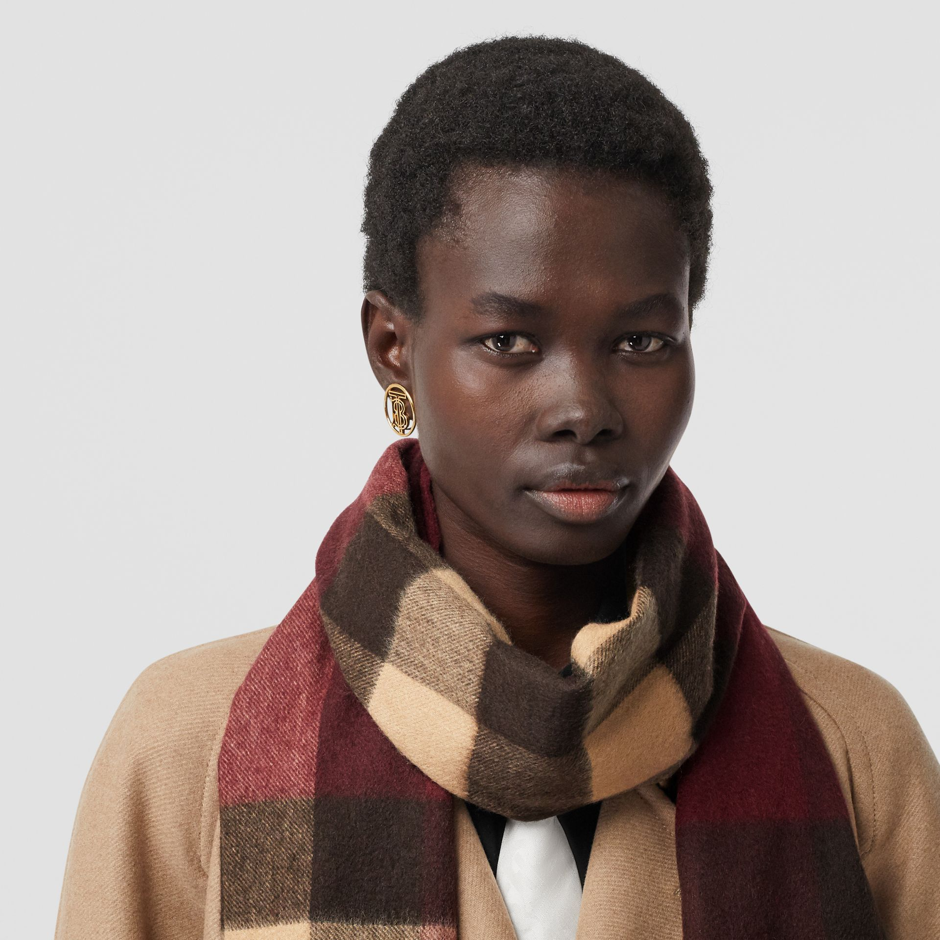 Check Cashmere Scarf in Burgundy | Burberry United Kingdom - gallery image 2