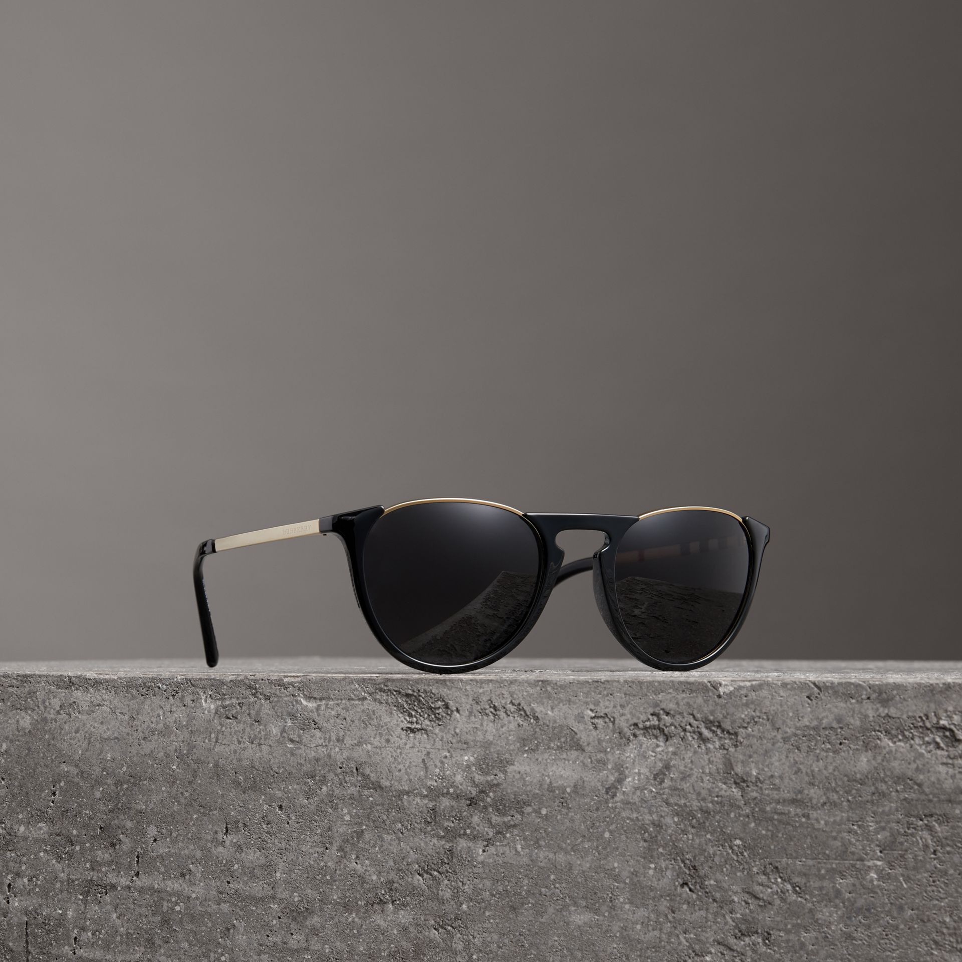 Keyhole Pilot Round Frame Sunglasses in Black - Men | Burberry - gallery image 0