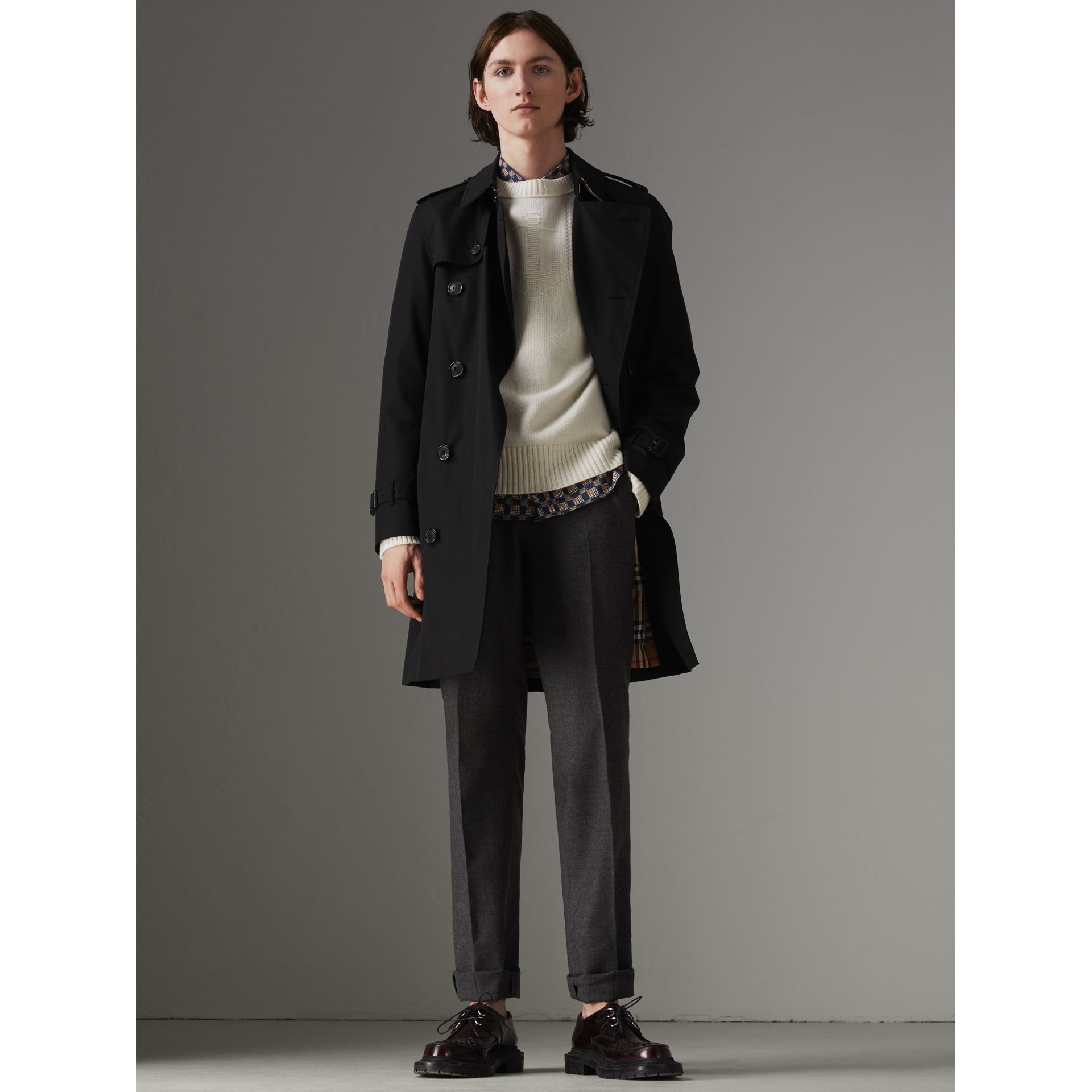 The Chelsea Heritage Trench Coat in Black - Men | Burberry Singapore - gallery image 7