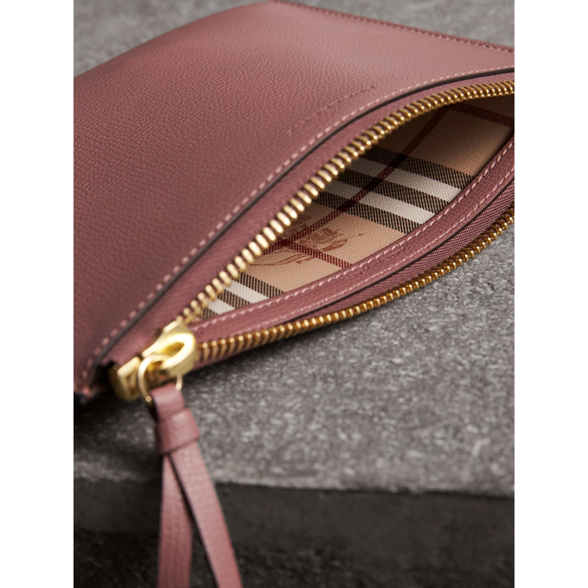 Etui aus Leder mit Haymarket Check-Futter (Helles Holunderbeerfarben) - Damen | Burberry - Galerie-Bild 5
