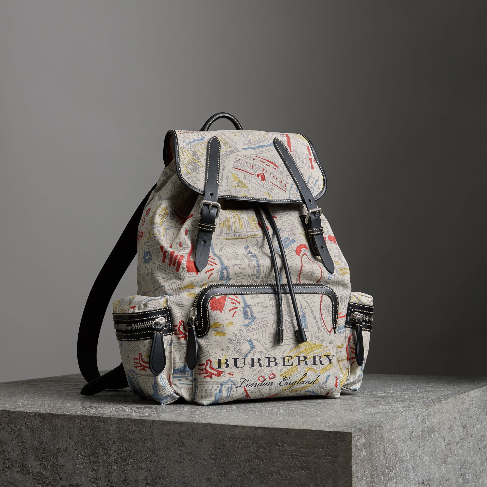 Mochila Rucksack grande em couro e lona com estampa Londres (Multicolorido) - Homens | Burberry - galeria de imagens 0