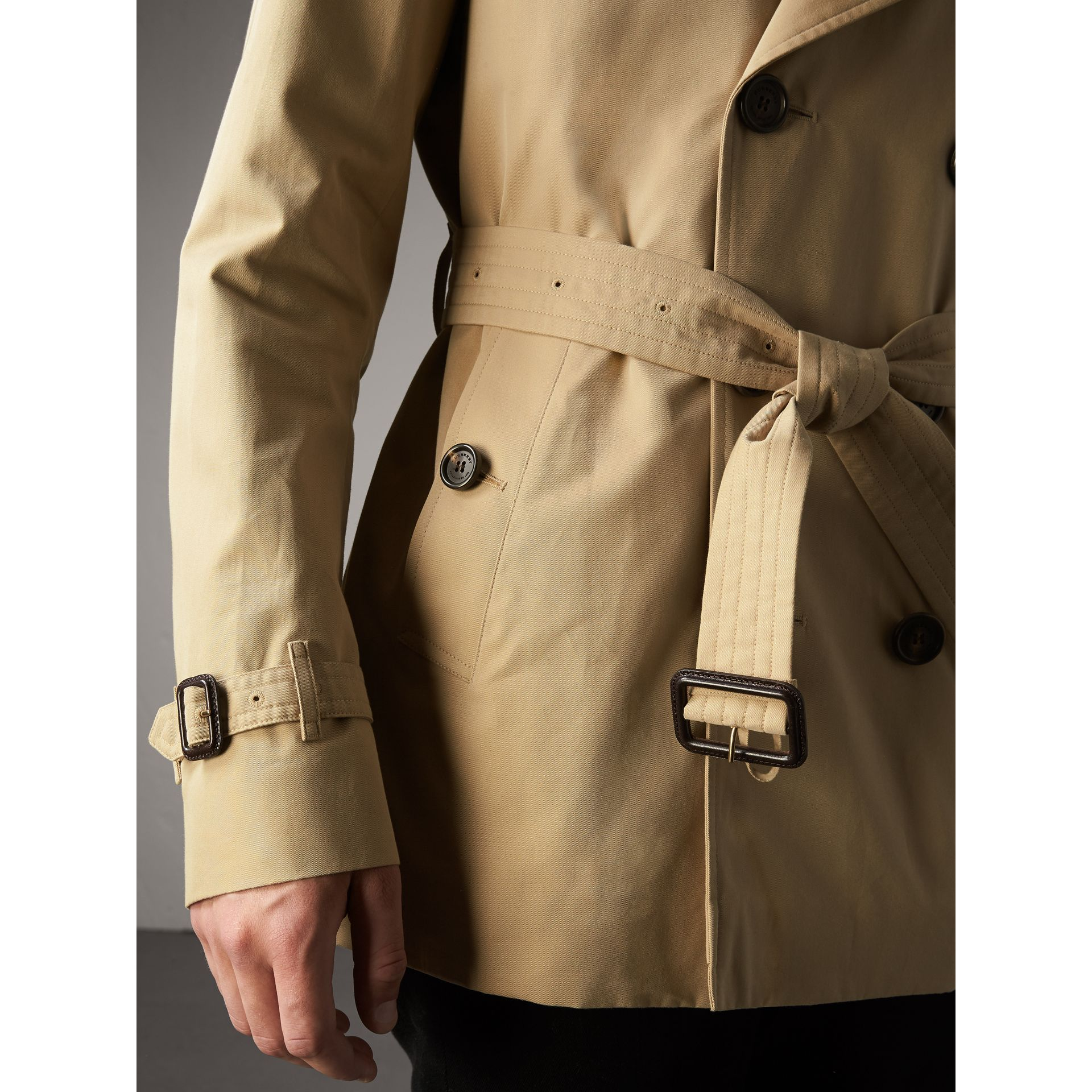 The Kensington – Short Heritage Trench Coat in Honey - Men | Burberry - gallery image 6