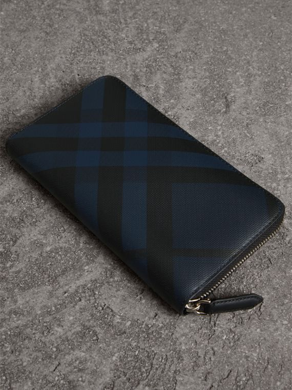 London Check Ziparound Wallet in Navy/black - Men | Burberry United Kingdom - cell image 2