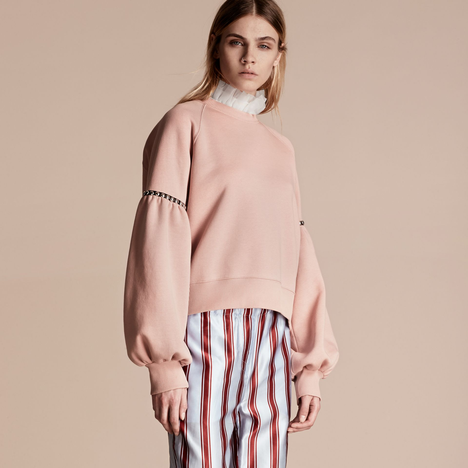 Rose cendré Sweat-shirt en jersey de coton mélangé avec manches bouffantes - photo de la galerie 1