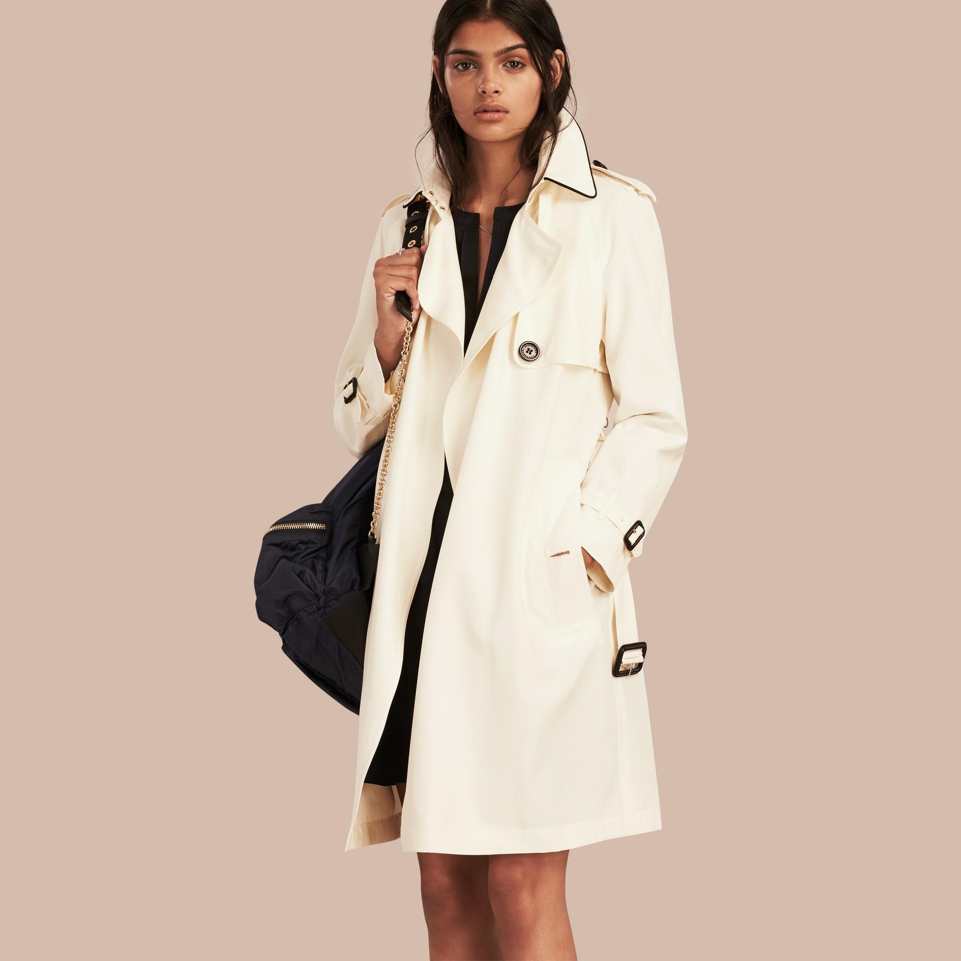 Parchemin Trench-coat en soie avec détails oversize Parchemin - photo de la galerie 1