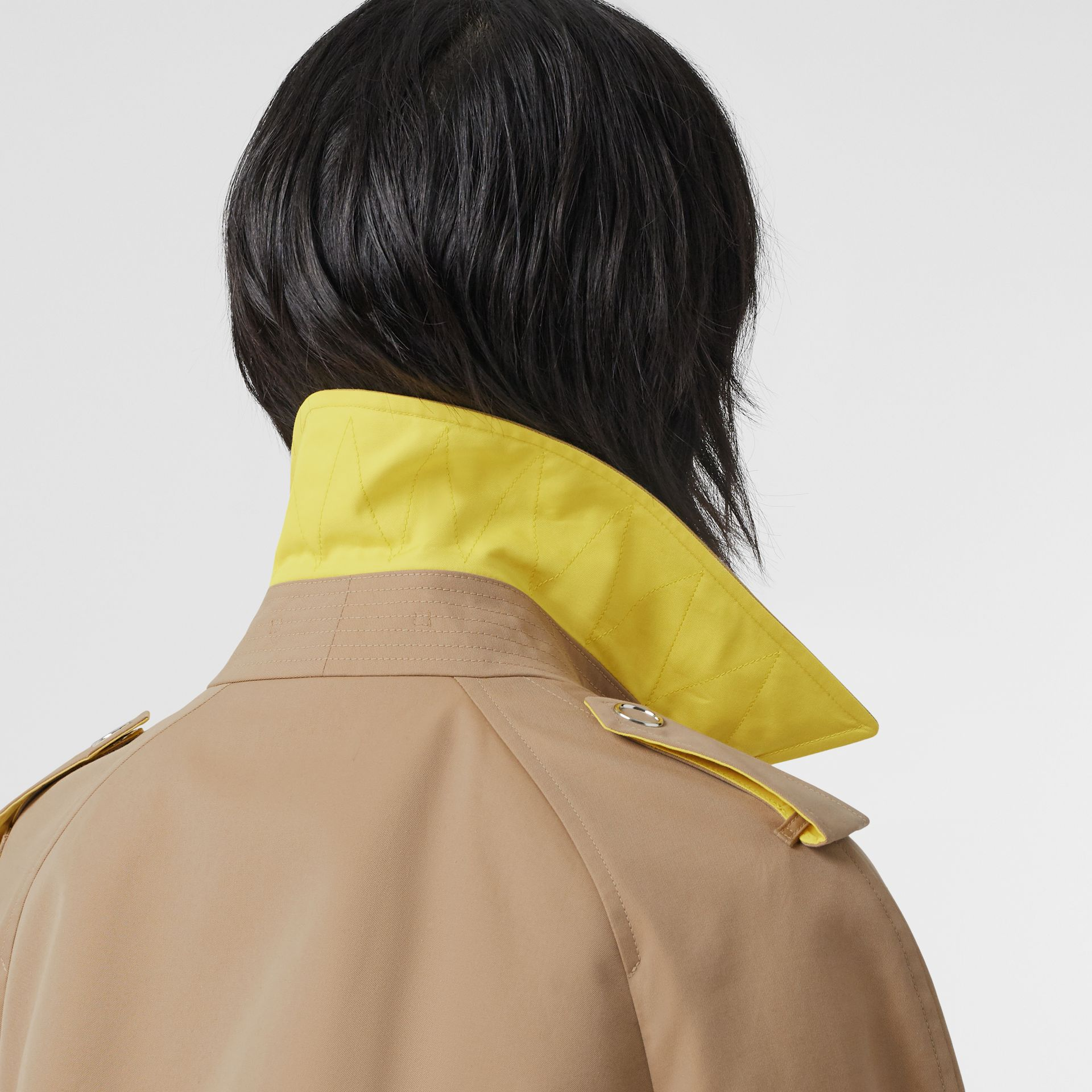 Colour Block Cotton Gabardine Trench Coat in Honey - Women | Burberry Canada - gallery image 4