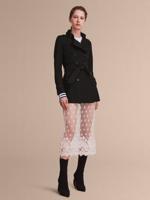 The Chelsea – Short Heritage Trench Coat in Black - Women | Burberry Singapore