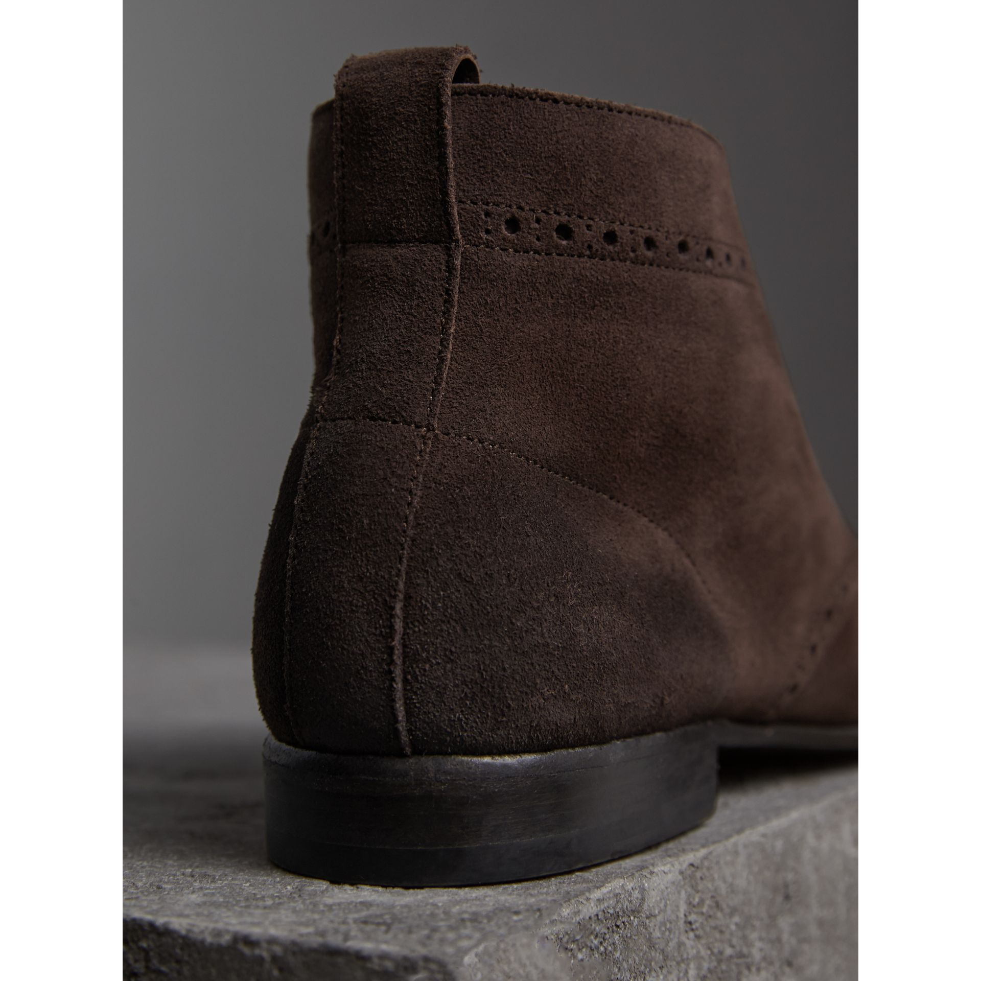 Bottines chukka en cuir velours de style Richelieu (Marron Tourbe) - Homme | Burberry - photo de la galerie 3