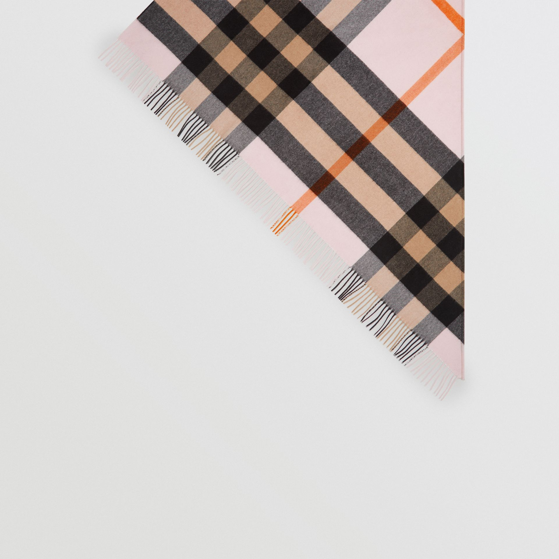 The Burberry Bandana in cashmere con motivo tartan (Pale Blossom) | Burberry - immagine della galleria 4