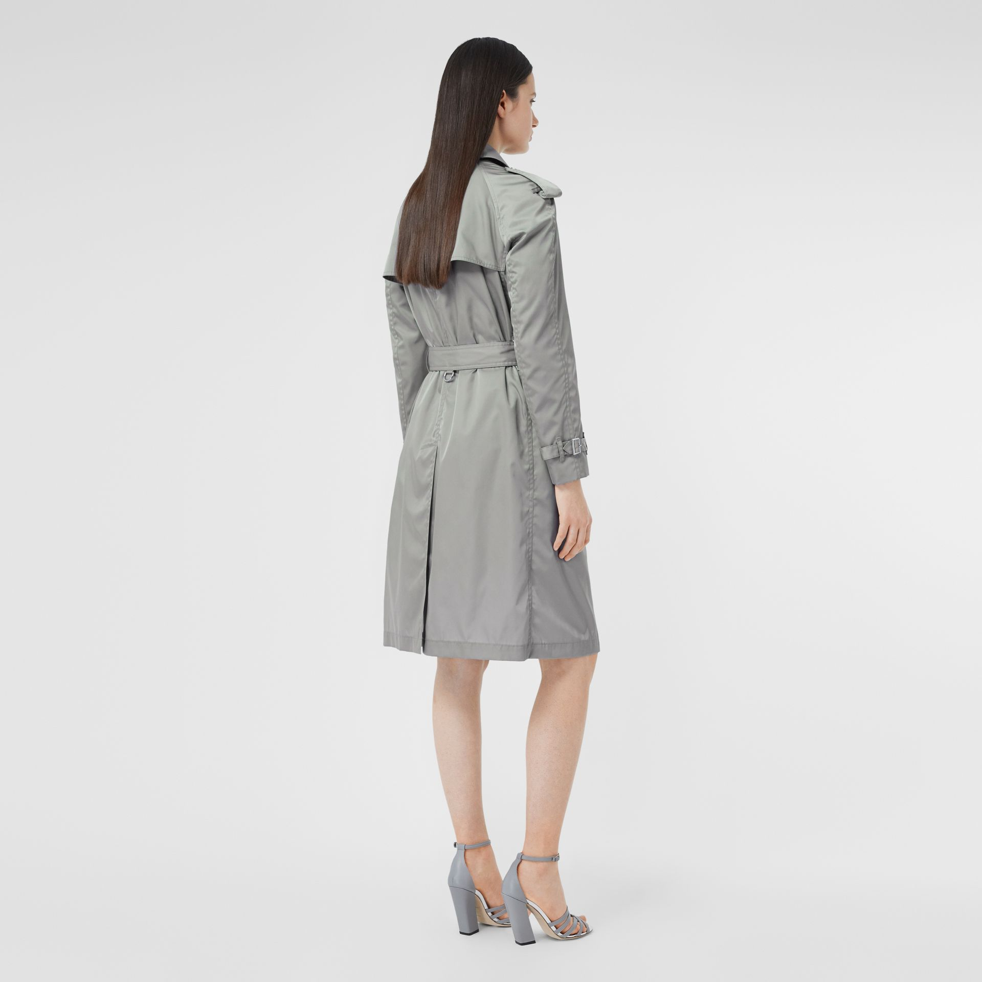 Press-stud Detail ECONYL® Trench Coat in Cloud Grey | Burberry - gallery image 2