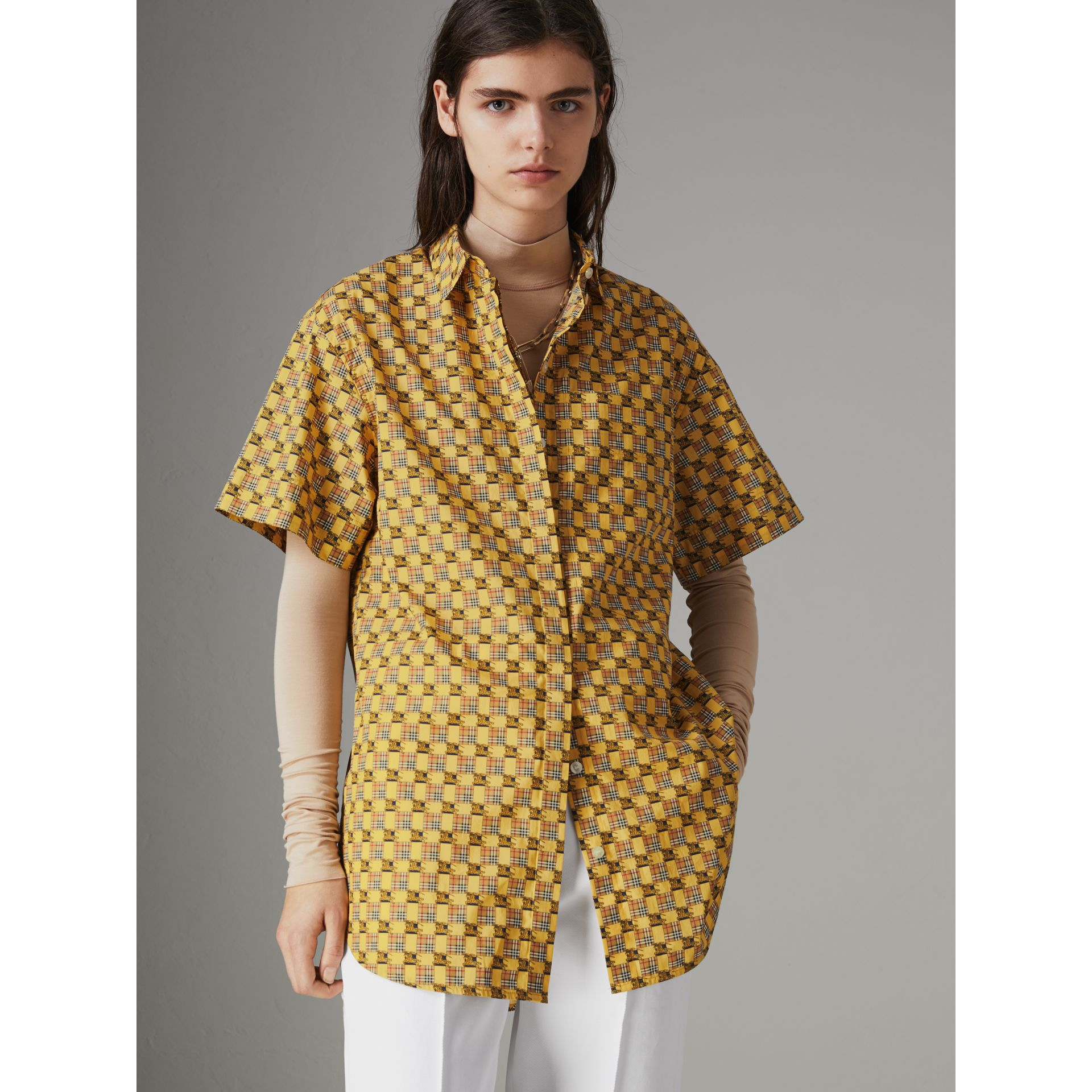 Short-sleeve Tiled Archive Print Cotton Shirt in Yellow - Women | Burberry - gallery image 4
