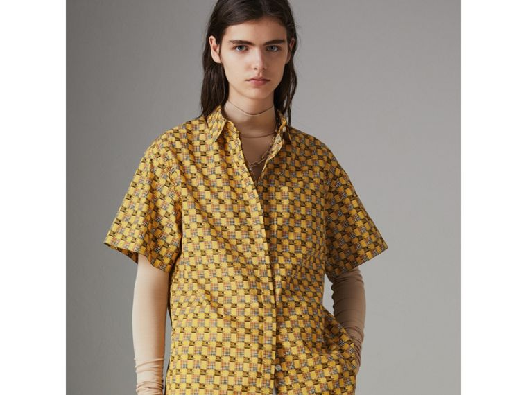 Short-sleeve Tiled Archive Print Cotton Shirt in Yellow - Women | Burberry United Kingdom - cell image 4