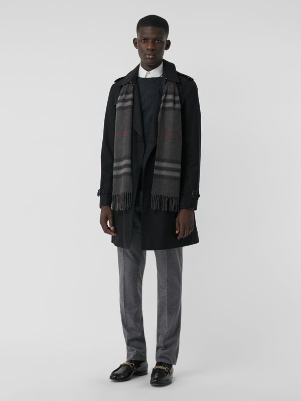 The Classic Check Cashmere Scarf in Charcoal | Burberry Australia - cell image 3
