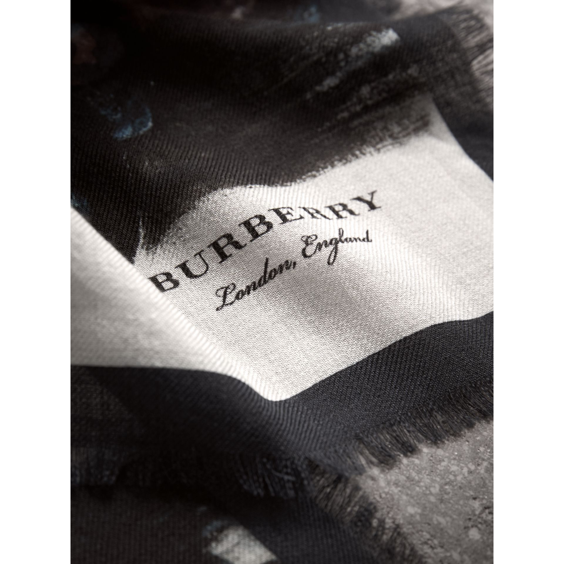 Reclining Figure: Bunched Print Cashmere Scarf in Navy | Burberry - gallery image 2