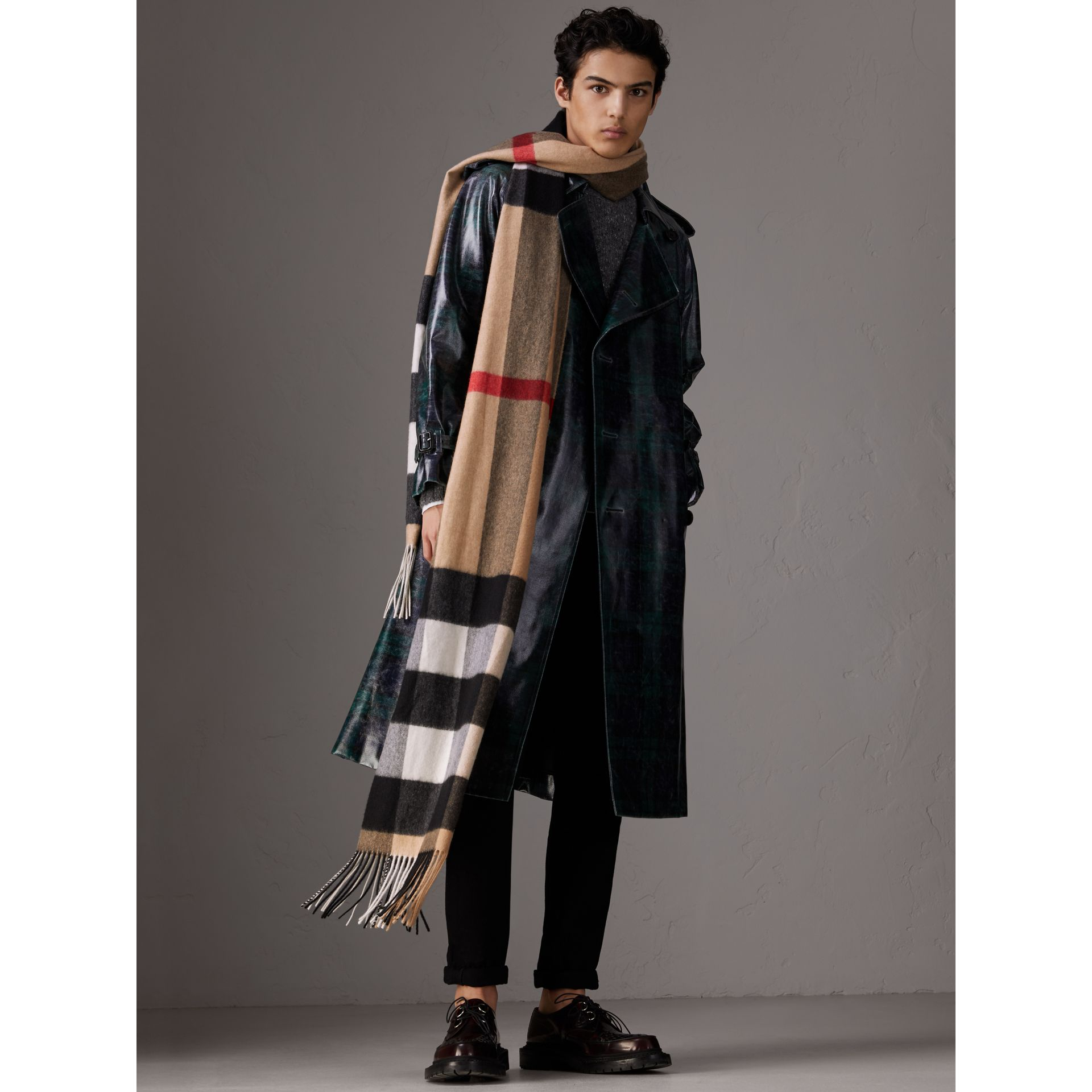Oversize Check Cashmere Scarf in Camel | Burberry - gallery image 4