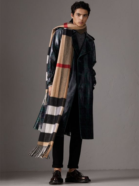 Oversize Check Cashmere Scarf in Camel | Burberry United Kingdom - cell image 3