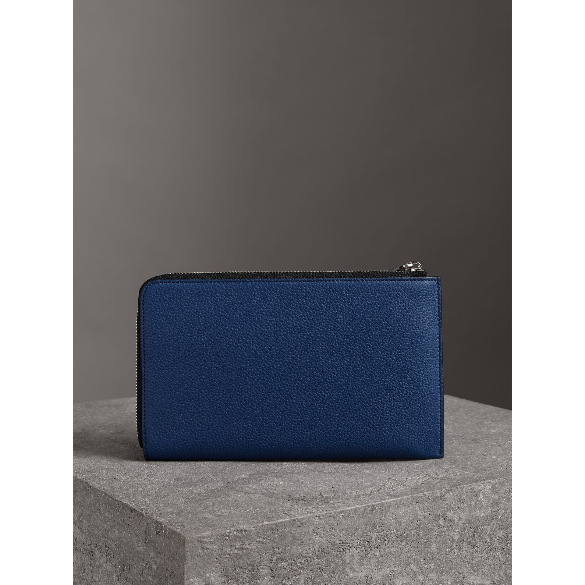Two-tone Grainy Leather Travel Wallet in Bright Ultramarine - Men | Burberry Hong Kong - gallery image 2