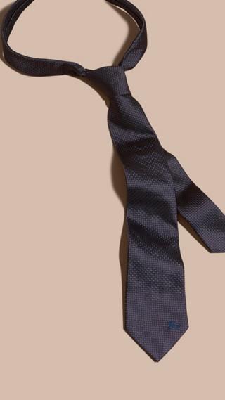 Cravate moderne en soie à motif
