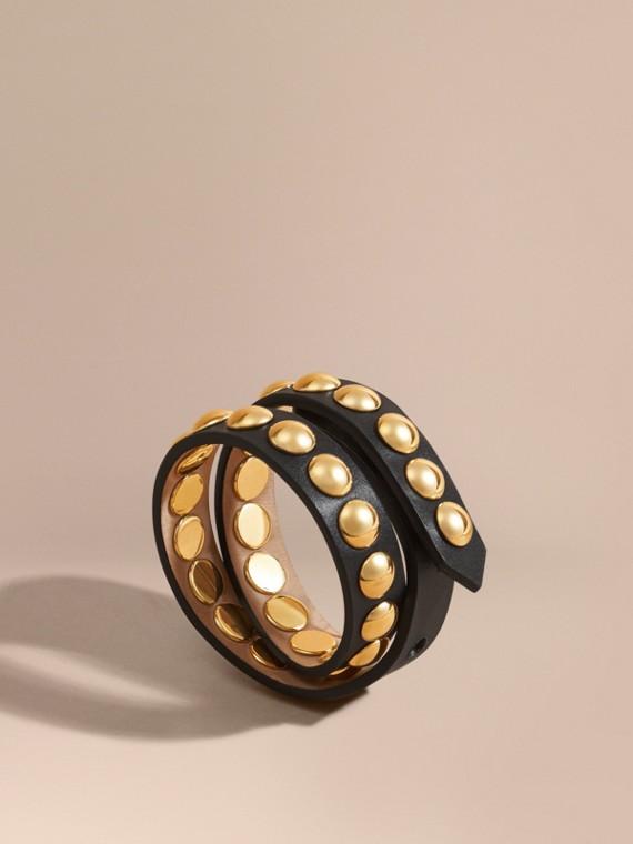 Zweifach gewickeltes Armband aus Leder in Zaumzeug-Optik mit Ziernieten Schwarz