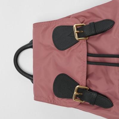 Burberry - Sac The Rucksack moyen en nylon technique et cuir - 2