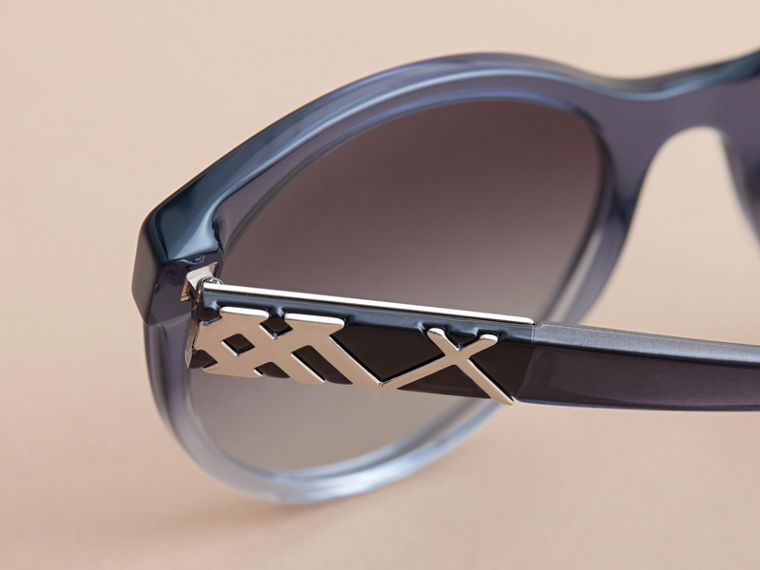 Check Detail Round Frame Sunglasses Blue - cell image 1
