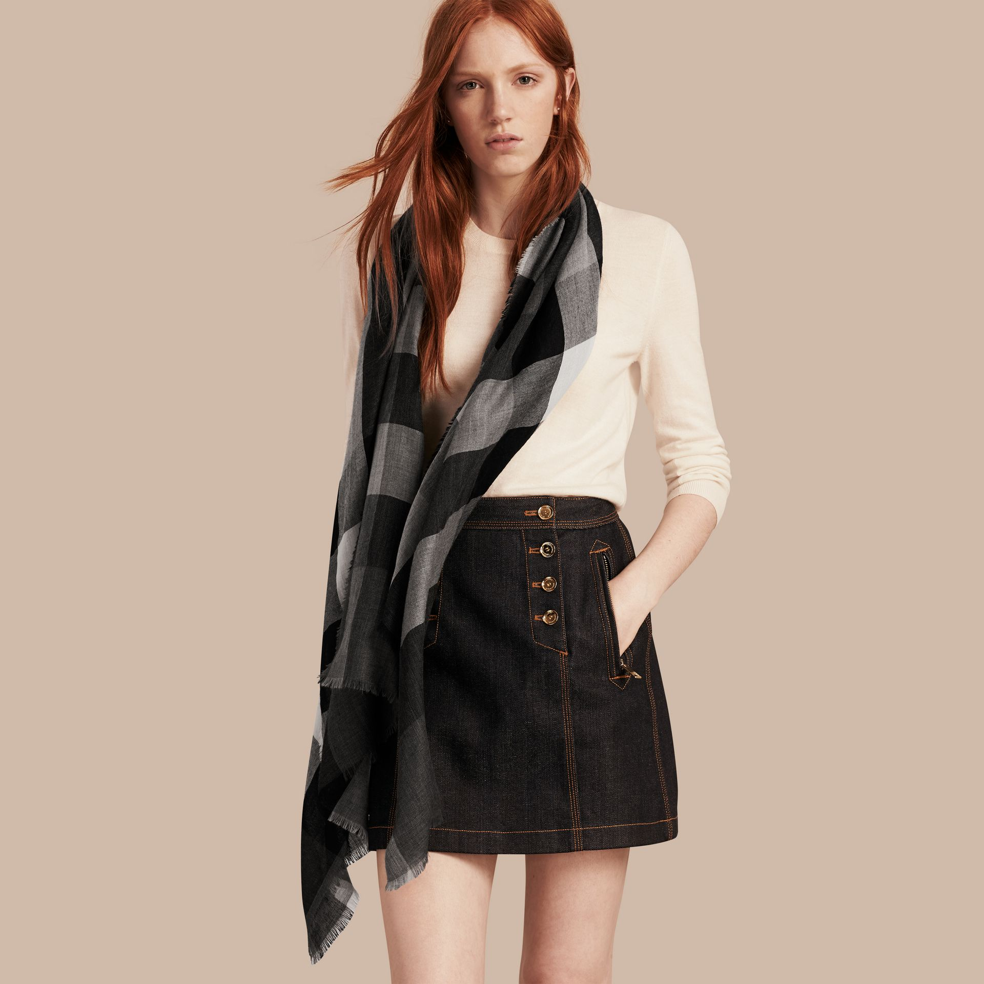 The Lightweight Cashmere Scarf in Check in Mid Grey - gallery image 3