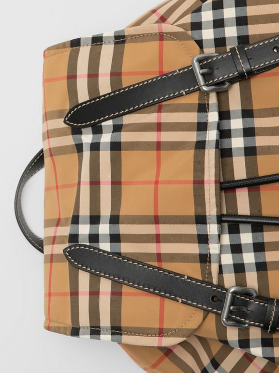 Zaino The Rucksack grande in nylon con motivo Vintage check (Giallo Antico) - Uomo | Burberry - cell image 1