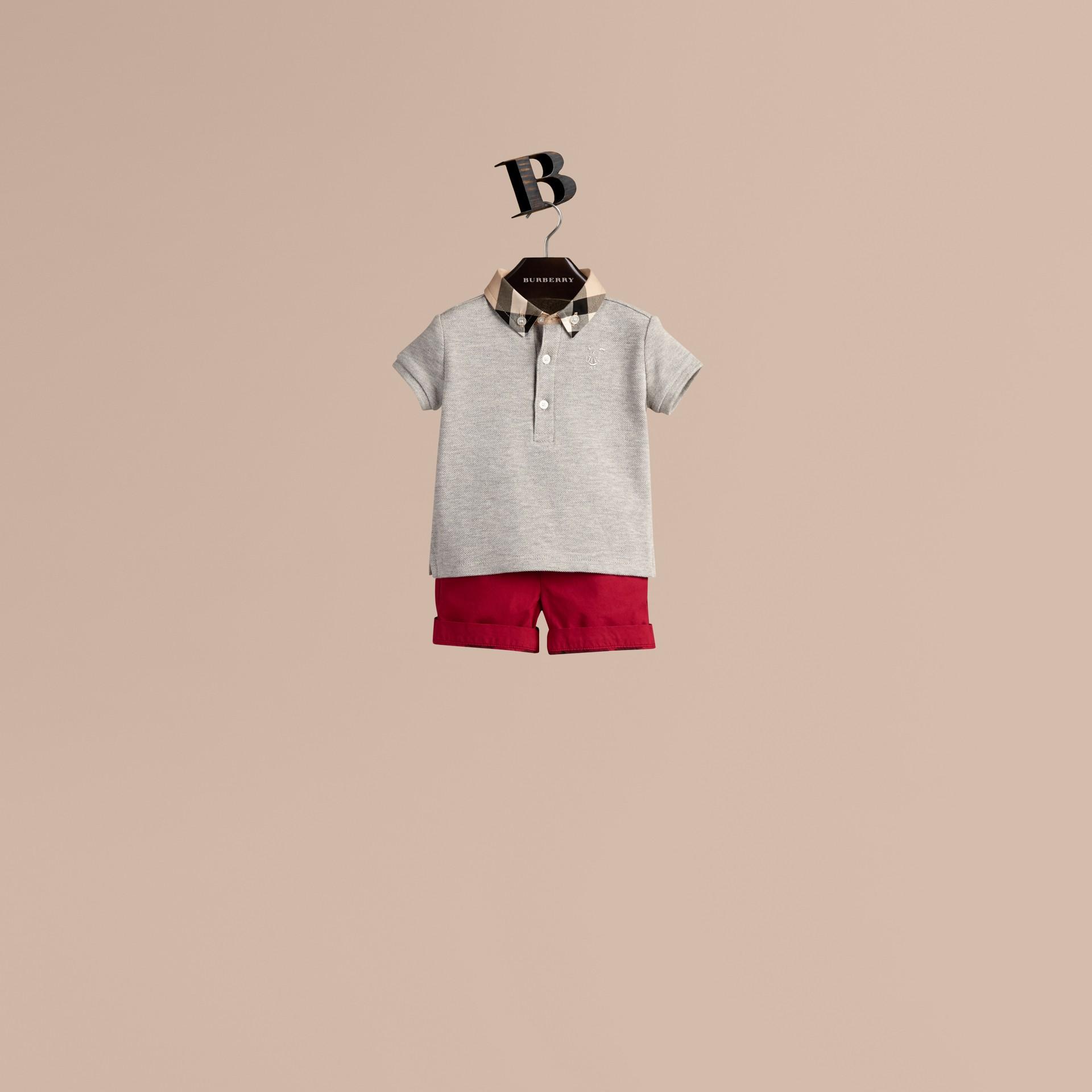 Camaïeu de gris pâles Polo avec col à motif check - photo de la galerie 1
