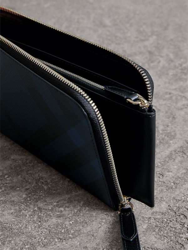 London Check Travel Wallet in Navy/black - Men | Burberry United States - cell image 3