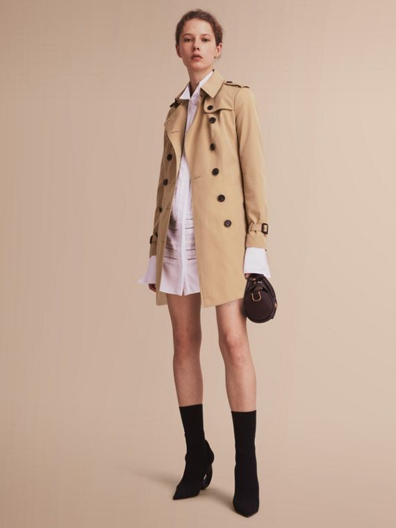 The Sandringham – Mid-Length Heritage Trench Coat in Honey - Women | Burberry