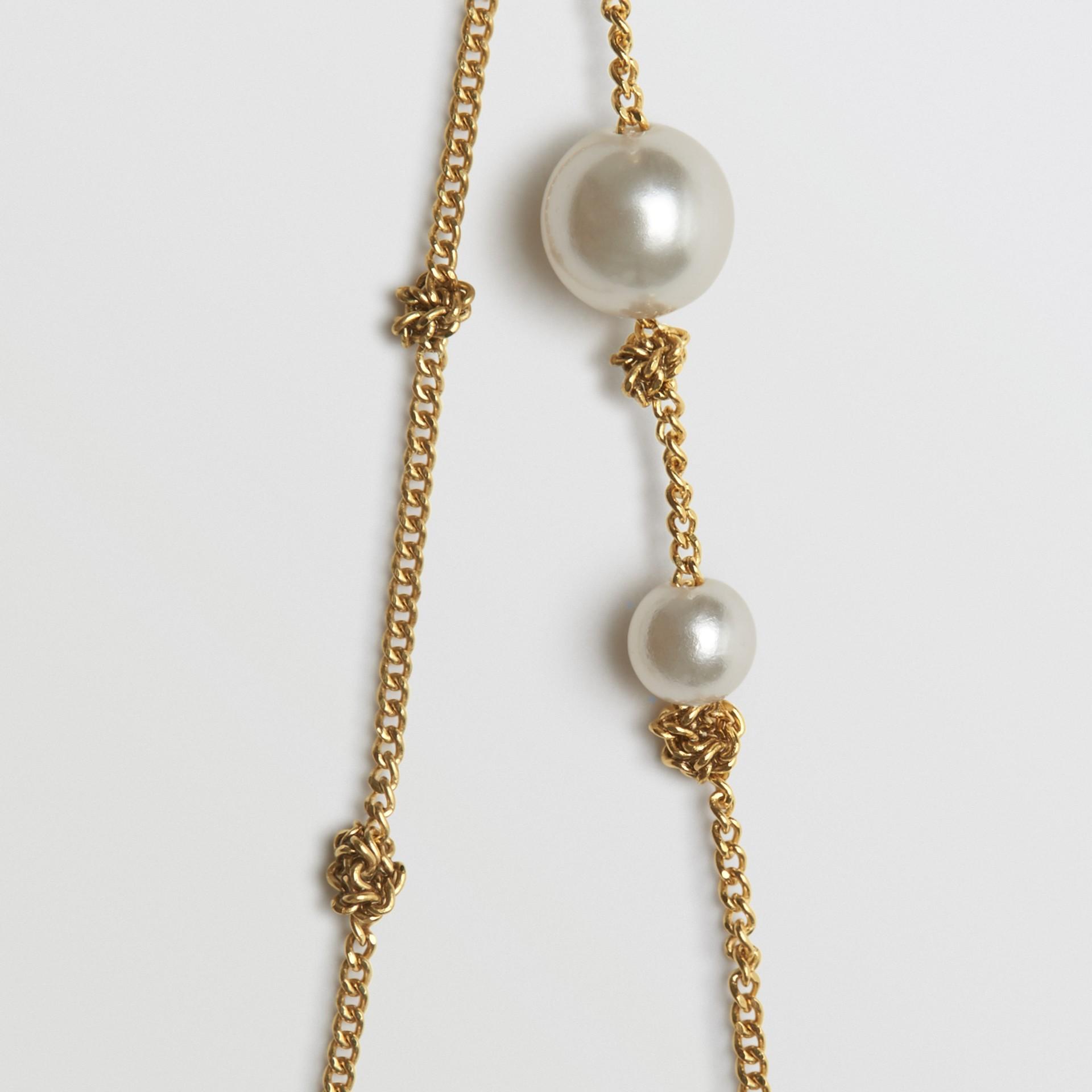 Vergoldete Chandelier-Ohrringe mit Schmuckperlen (Helles Goldfarben) - Damen | Burberry - Galerie-Bild 2