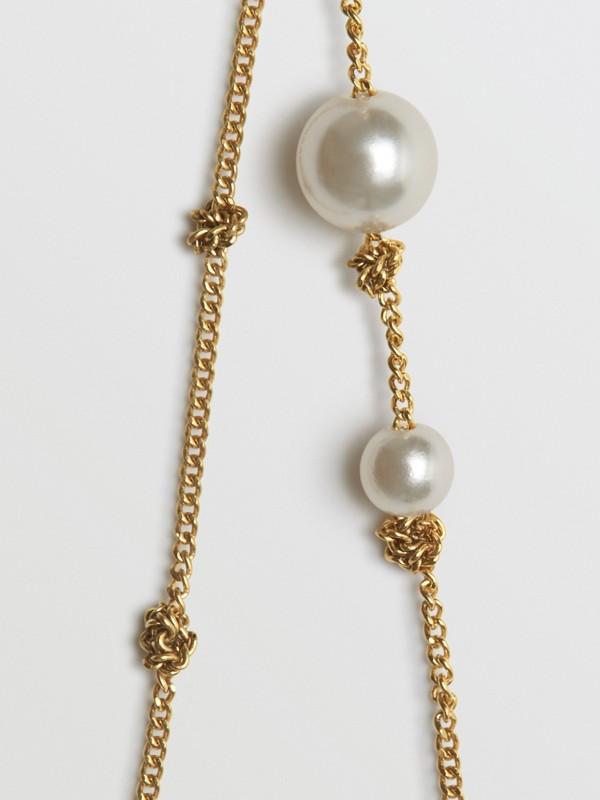 Vergoldete Chandelier-Ohrringe mit Schmuckperlen (Helles Goldfarben) - Damen | Burberry - cell image 2