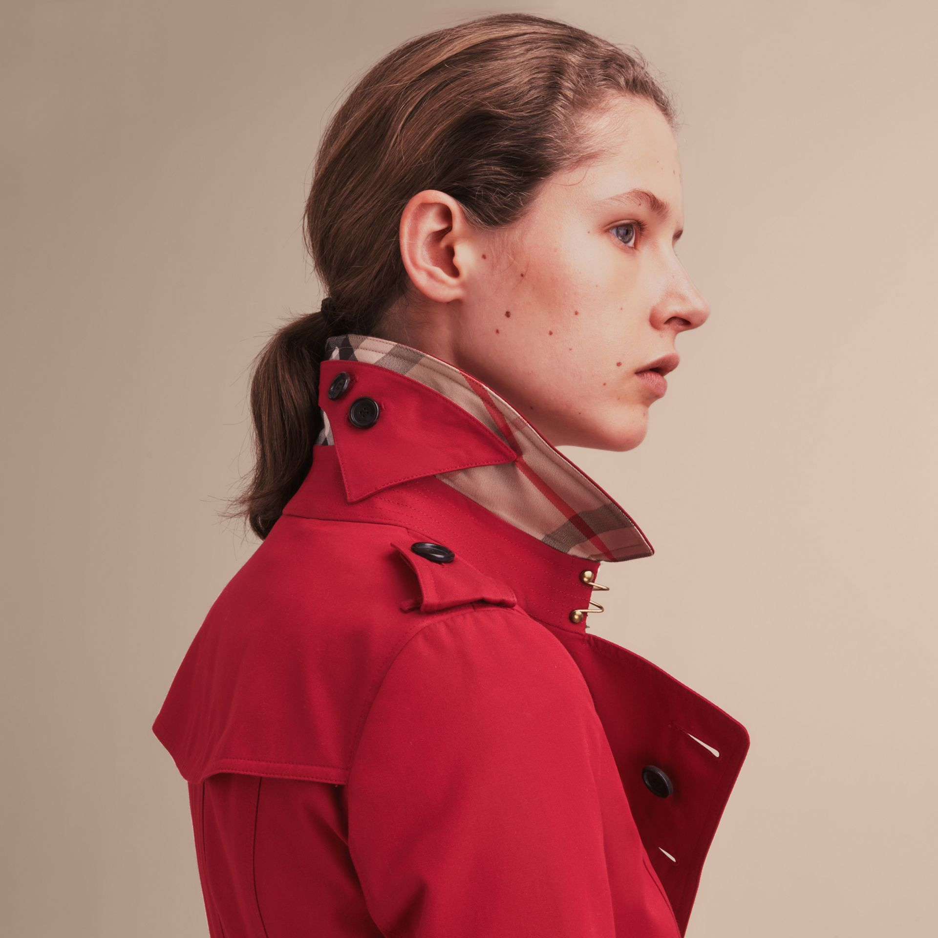 Parade red The Chelsea – Short Heritage Trench Coat Parade Red - gallery image 7