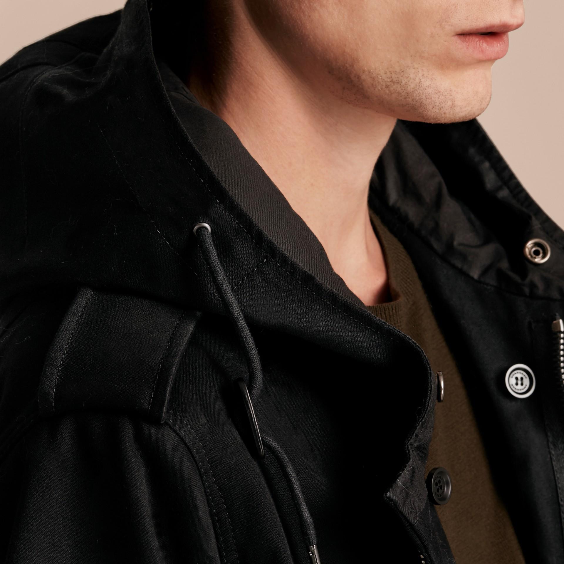 Noir Parka en satin de coton avec bordure et gilet intérieur en fourrure - photo de la galerie 6