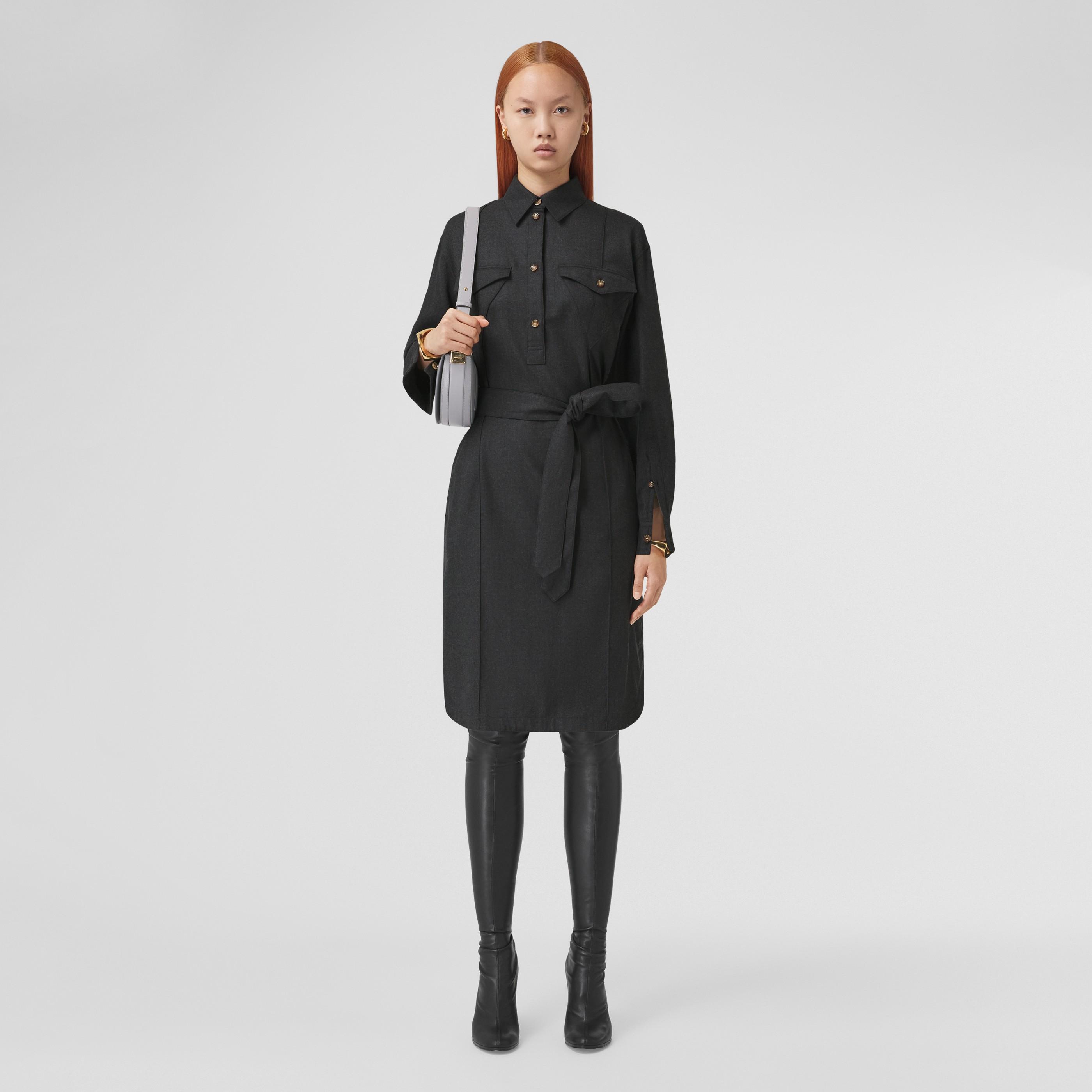 Abito chemisier in lana con logo applicato e cintura (Grigio Scuro Mélange) - Donna | Burberry - 1